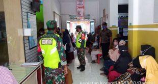 Anggota TNI Kodim 1305 Buol – Tolitoli Pantau Pelaksanaan Vaksinasi